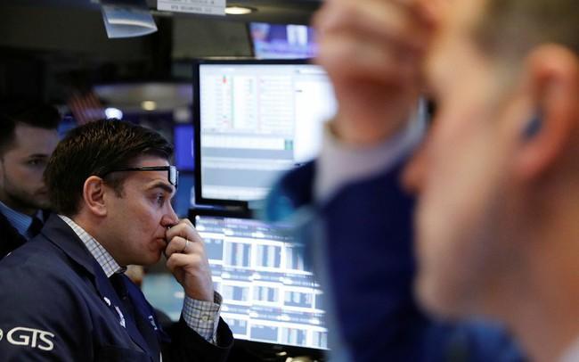 Cổ phiếu nhóm công nghệ giảm mạnh, Dow Jones mất gần 400 điểm