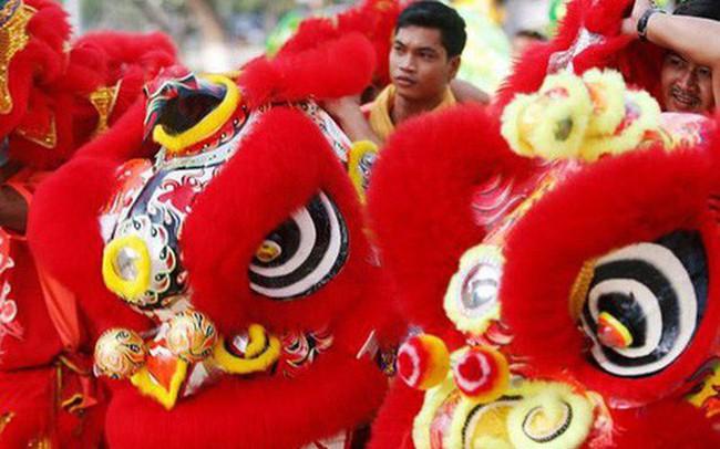 Châu Á ngập tràn sắc đỏ cùng linh vật chú chó chào Tết Nguyên Đán