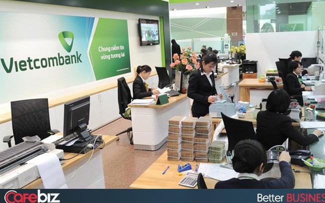 Không chỉ tăng phí dịch vụ SMS Banking lên 11.000 đồng, từ hôm nay Vietcombank còn thu phí chuyển tiền cùng hệ thống qua Mobile Banking