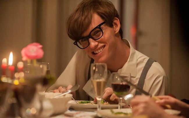 """Nam tài tử khiến Stephen Hawking thừa nhận """"như đang xem chính mình trong phim"""" chia sẻ ấn tượng khó quên về nhân vật vĩ đại từng thủ vai"""