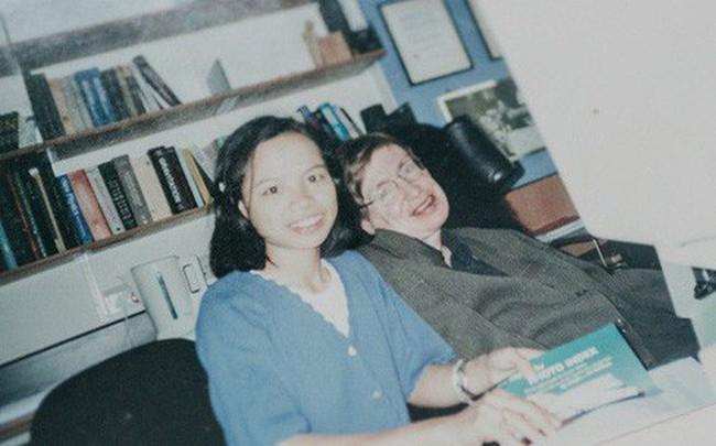 """Gặp cô con gái nuôi người Việt của Stephen Hawking: """"Điều ngẫu nhiên tuyệt vời nhất trên đời là tôi được làm con của bố"""""""