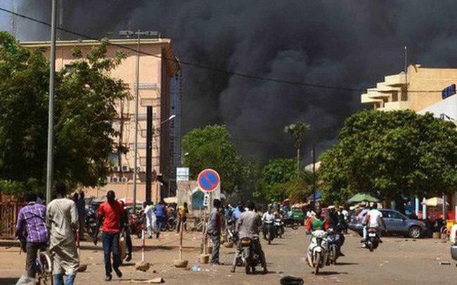 Nóng: Đại sứ quán Pháp ở Burkina Faso bị tấn công khủng bố, nhiều người thiệt mạng