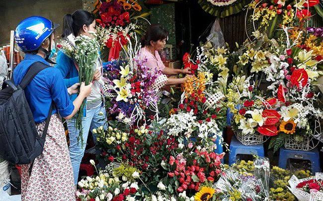 Giá hoa tươi tăng mạnh trong ngày 8/3