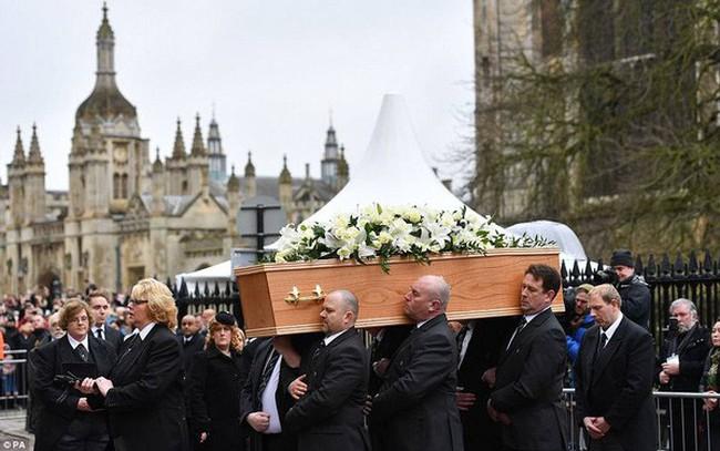 """Tiễn đưa """"ông hoàng vật lý"""" Stephen Hawking về nơi an nghỉ cuối cùng"""