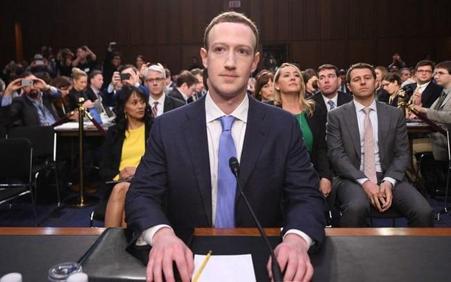 Không phải ngẫu nhiên Mark Zuckerberg lại mặc vest, ngồi lên đệm cao 10 cm trong 5 tiếng của phiên điều trần