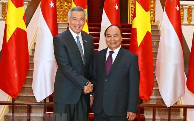 Thủ tướng lên đường thăm chính thức Singapore lần đầu tiên