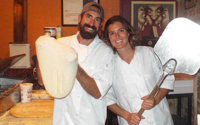 Từ bỏ sự nghiệp ở phố Wall, cặp vợ chồng mở nhà hàng pizza trên biển Caribbean và gặt hái nhiều thành công