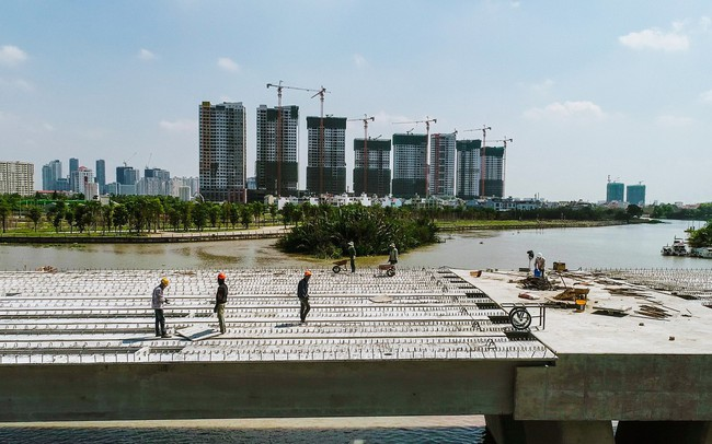 Cận cảnh thi công dự án cầu 500 tỷ sắp được đưa vào sử dụng tại khu Đông