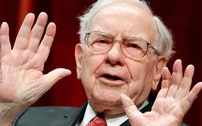 """Tỷ phú Warren Buffett: """"Đừng chỉ chăm chú kiếm tấm bằng đại học, giáo dục tốt nhất là đầu tư cho chính bản thân bằng 2 cách sau"""""""