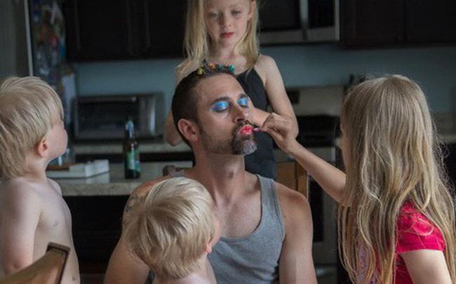 """Chùm ảnh: Khi các ông bố yêu con, thì tình yêu ấy sẽ có """"hình dáng"""" như thế này"""