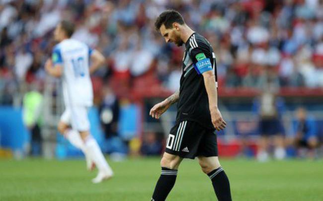 """Trước những chiến binh Viking, Messi cúi mặt hát bài """"Đừng khóc cho tôi, Argentina"""""""