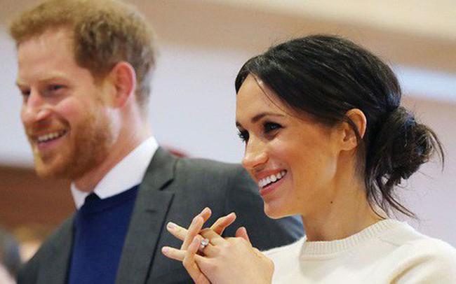 """Meghan nhận """"ân sủng"""" mới từ Nữ Hoàng Anh, Công nương Kate chưa từng có"""