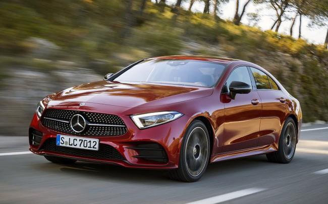 Tiêu thụ Mercedes Việt Nam lập kỷ lục trong tháng 6 khi dòng tiền rút ra khỏi thị trường chứng khoán
