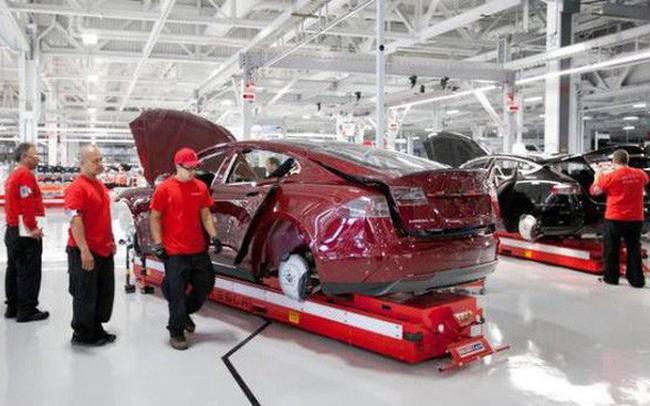 Làm việc quá vất vả, công nhân Tesla biến thành zombie, uống rất nhiều Red Bull để tỉnh táo