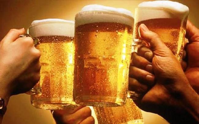 Mỗi người Việt trên 15 tuổi uống 21 lít rượu một năm