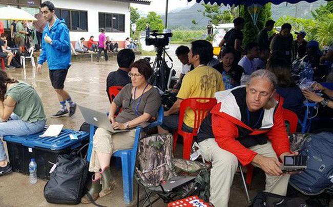 Hàng trăm phóng viên quốc tế chờ điều thần kỳ từ hang Tham Luang