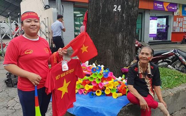 Đường phố Sài Gòn tràn ngập cờ hoa trước trận Việt Nam - Syria