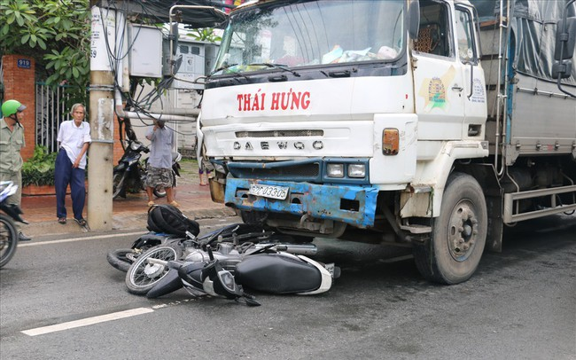 """An Giang: """"Xe điên"""" tông liên hoàn 8 xe máy, 11 người cấp cứu"""