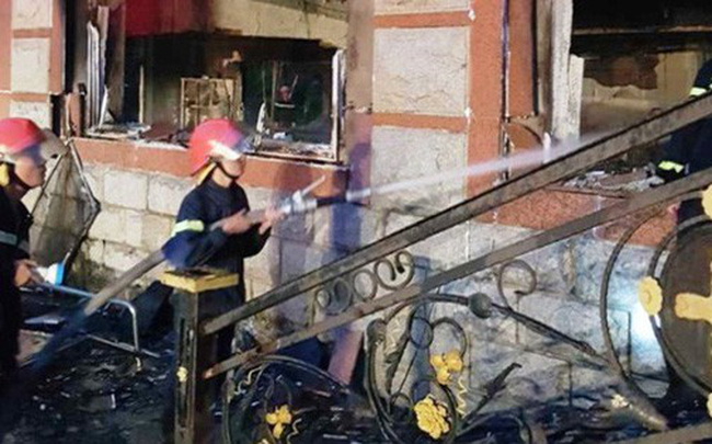 Cháy nhà điều hành sân golf 6 tầng, nhân viên nhảy xuống đất, thiệt hại 20,7 tỉ đồng