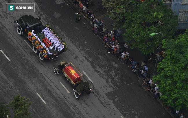 Xe tang đưa linh cữu Chủ tịch nước Trần Đại Quang về quê hương Ninh Bình