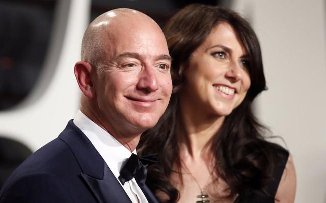 Hành trình tình yêu đáng ngưỡng mộ suốt 2 thập kỷ của tỷ phú giàu có nhất thế giới: Khi tiền bạc và danh vọng chẳng làm phai mờ nghĩa xưa