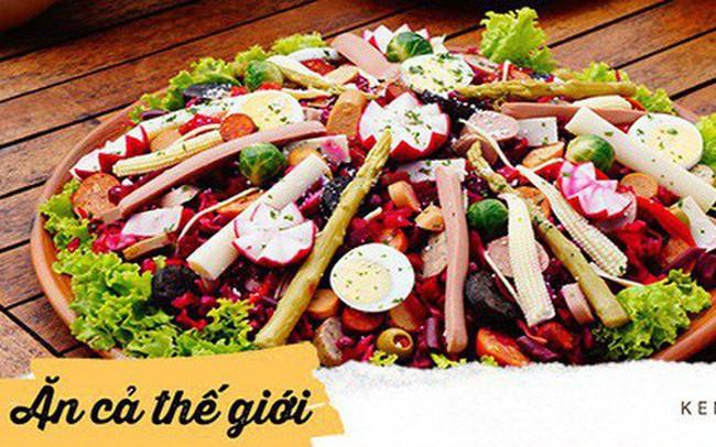 Không chỉ gồm rau củ, món salad truyền thống ở các nước được chế biến cầu kì và tinh tế như thế này đây