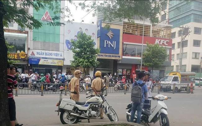 Nghi án dùng súng cướp ngân hàng ở trung tâm TPHCM