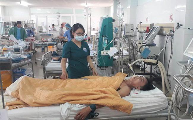 Ba người nguy kịch nghi bị ngộ độc thực phẩm