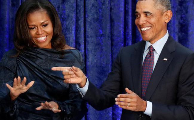 """Phu nhân của ông Obama bất ngờ """"soán ngôi"""" bà Hillary Clinton"""