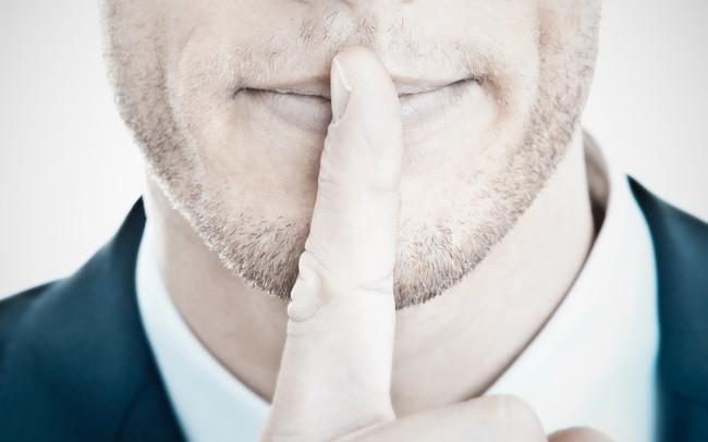 """Có một kiểu thái độ gọi là """"Im lặng"""": Đừng như thùng rỗng kêu to, người khôn biết cách im ỉm mà làm"""