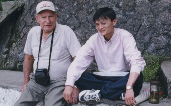 Từng được giúp đỡ 3 triệu đồng vô điều kiện, tỷ phú Jack Ma trở lại tìm ân nhân xưa và hành trình đền ơn đáp nghĩa khiến người đời nể phục