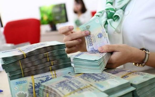 """Nhiều ngân hàng lớn """"rộng tay"""" tăng lương, thưởng cho nhân viên"""