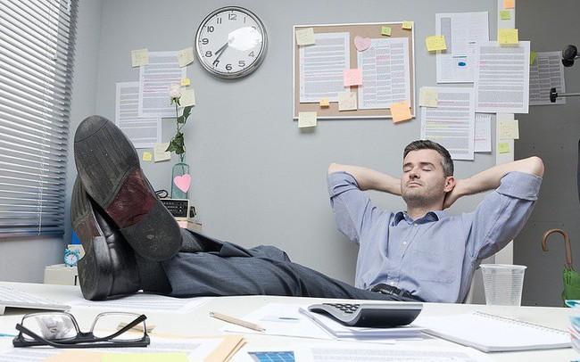 Nghĩ mình ngu si nên mới thua kém đồng nghiệp nhưng một câu nói của sếp khiến tôi tỉnh ngộ: Trong cuộc sống, đôi khi không làm gì cũng là một loại năng lực!