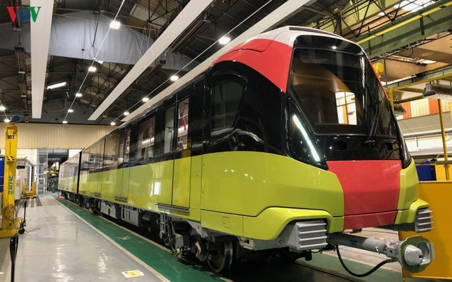 Lộ diện đoàn tàu đầu tiên của tuyến Metro số 3 Nhổn-Ga Hà Nội