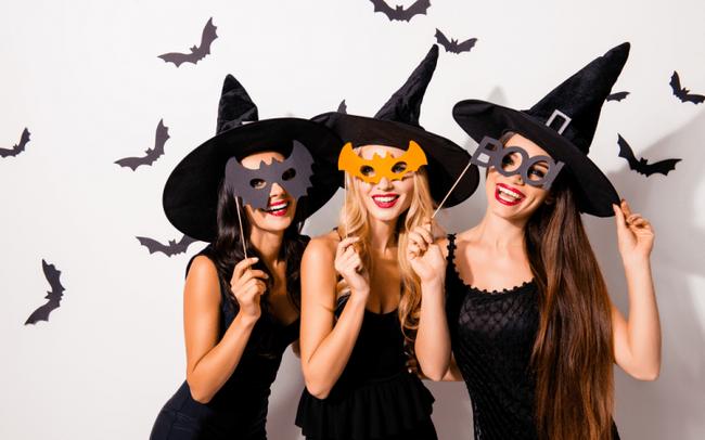 """""""Chạy sô"""" vẽ mặt Halloween, càng kinh dị càng kiếm bộn tiền"""