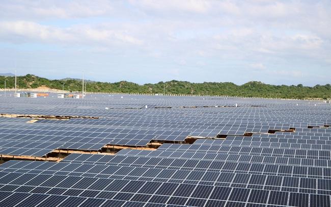 """Tư nhân đầu tư truyền tải vì muốn """"cứu"""" điện mặt trời: Không """"vượt lên luật"""" nhưng hiệu quả nằm ở đâu?"""
