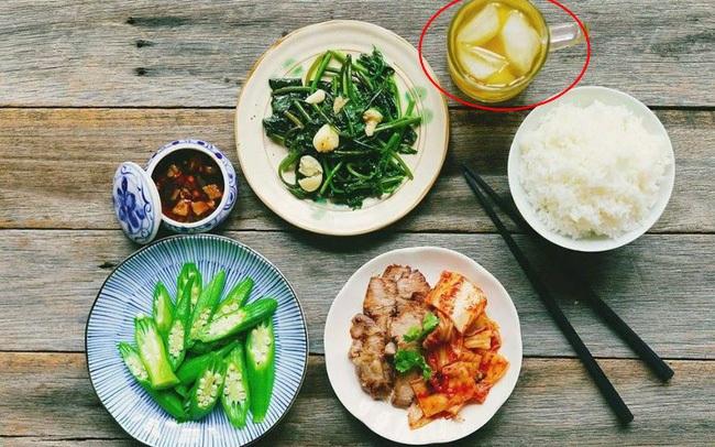 7 thói xấu trong bữa ăn khiến con người chết sớm hơn, điều số 2 các gia đình Việt biết hại nhưng không bỏ được
