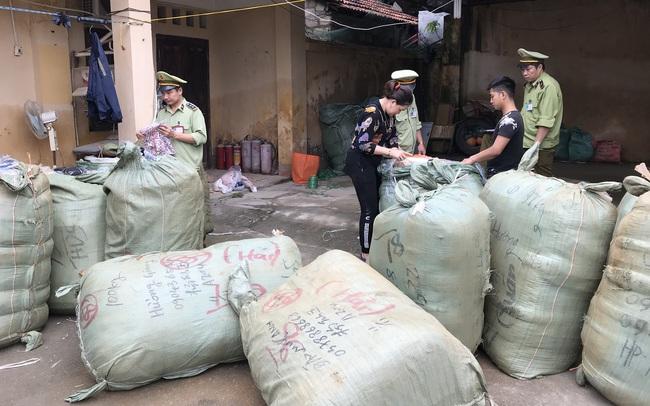 Thu giữ gần 900 lọ nước hoa không có hoá đơn hợp pháp