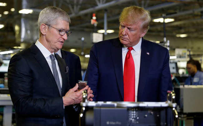 Ông Trump hết lời khen ngợi Apple và gợi ý giảm thuế