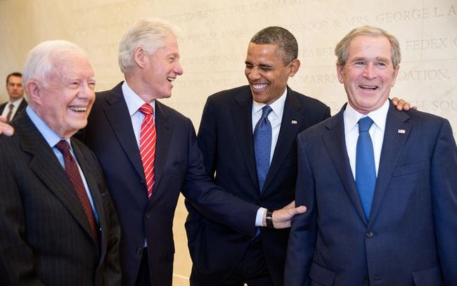 Làm Tổng thống Mỹ không giàu như mọi người nghĩ: Lương đã thua CEO, lại phải bỏ tiền túi trả cho... giấy vệ sinh