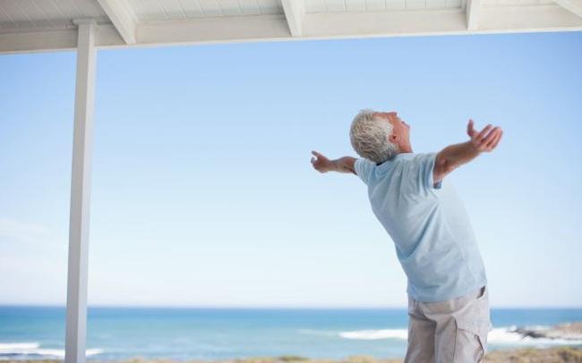 """Ở tuổi 80 """"gần đất xa trời"""", tôi mới biết bí mật của hạnh phúc đã luôn nằm ngay trước mặt mình: Tiền bạc hay thành công cũng chẳng thể đánh đổi 6 điều càng ngẫm càng thấm này!"""