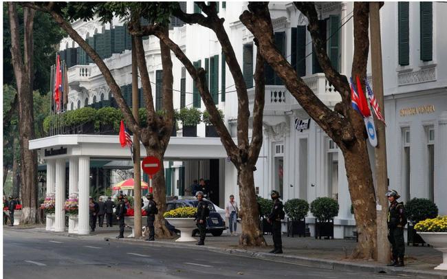 Tọa lạc tại vị trí đắc địa nhất thủ đô và là nơi diễn ra cuộc gặp của lãnh đạo Mỹ - Triều Tiên, khách sạn Metropole đang lời lãi ra sao?