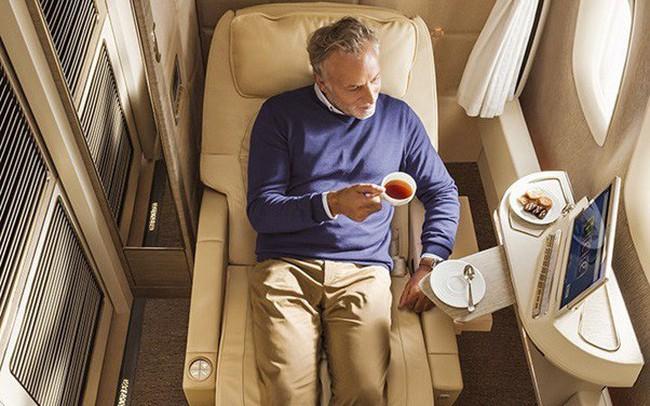 Hãng hàng không quốc tế Emirates (EK) làm  hài lòng khách hàng như thế nào?
