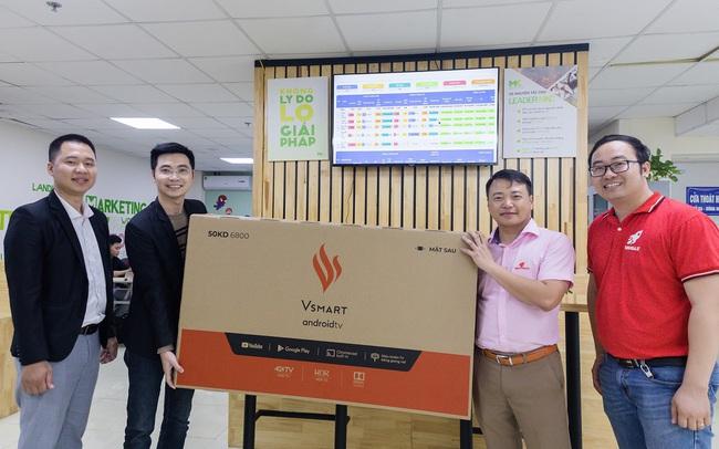 """Start-up """"chơi lớn"""" tặng 1000 tivi Vsmart cho khách hàng khi vừa được Shark Bình rót vốn 10 tỷ"""
