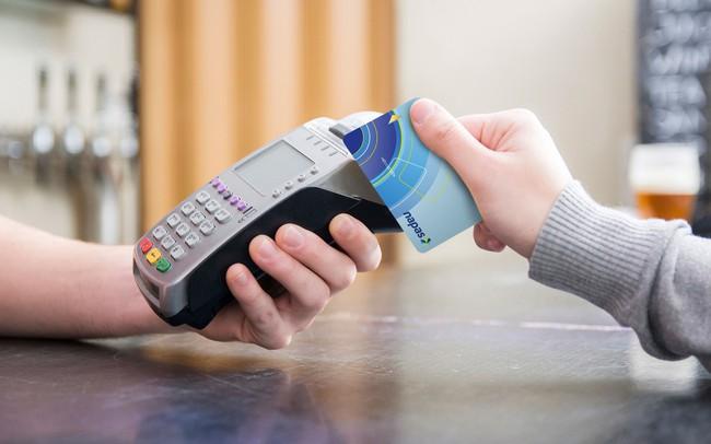 """Rút tiền mặt phí 0 đồng với lãi suất siêu thấp, thẻ tín dụng nội địa đang được """"bắt trend"""" nhiệt tình"""