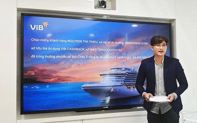 Khách hàng tại Hà Nội mở thẻ tín dụng của VIB, trúng thưởng chuyến du lịch châu Á bằng du thuyền