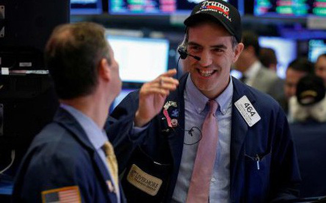 Chứng khoán Mỹ đồng loạt tăng điểm, S&P 500 và Dow Jones đều vượt ngưỡng quan trọng