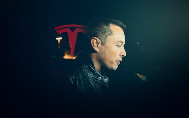 """Một tuần """"điên rồ"""" của Elon Musk: Có thể mất chức CEO vì """"vạ miệng"""" trên Twitter, Tesla sẽ không tạo lợi nhuận trong quý I"""