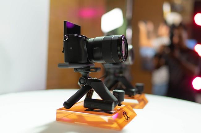 Sony α6400 - máy ảnh có tốc độ lấy nét nhanh nhất thế giới