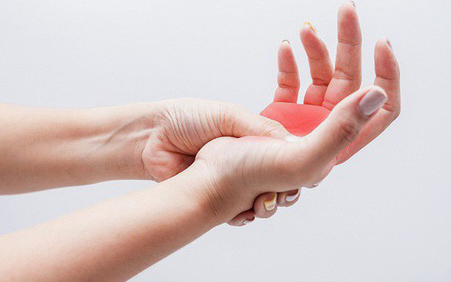 Đừng phớt lờ khi thường xuyên bị tê tay bởi bạn có thể mắc phải 8 căn bệnh nguy hiểm này